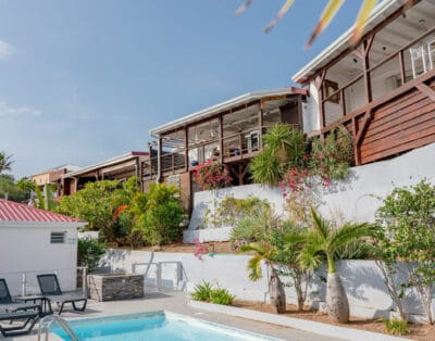 Bungalows with terrace, marina or swimming pool